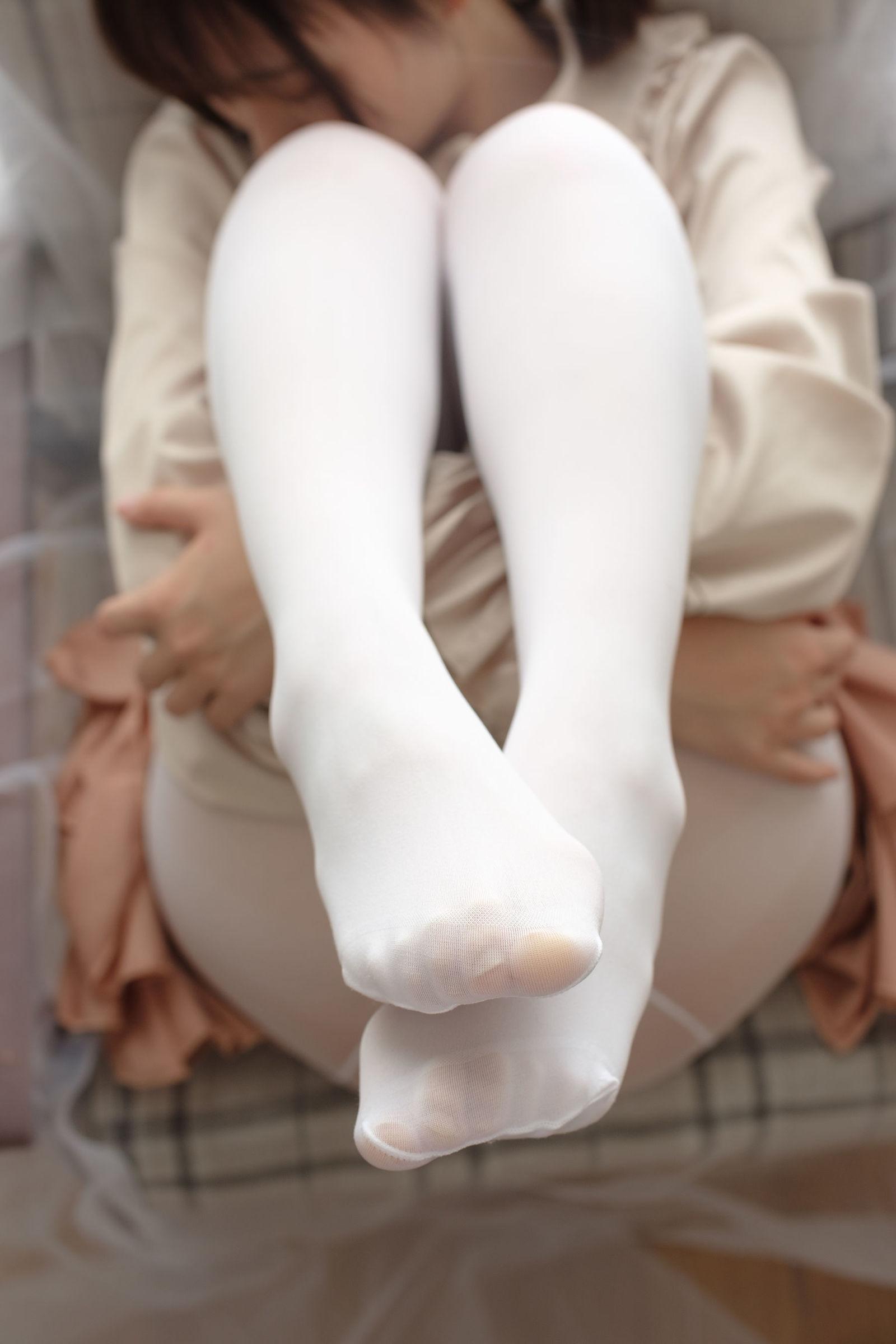 福利美图 萝莉白丝---丝袜写真-第17张图片-哔哔娱乐网