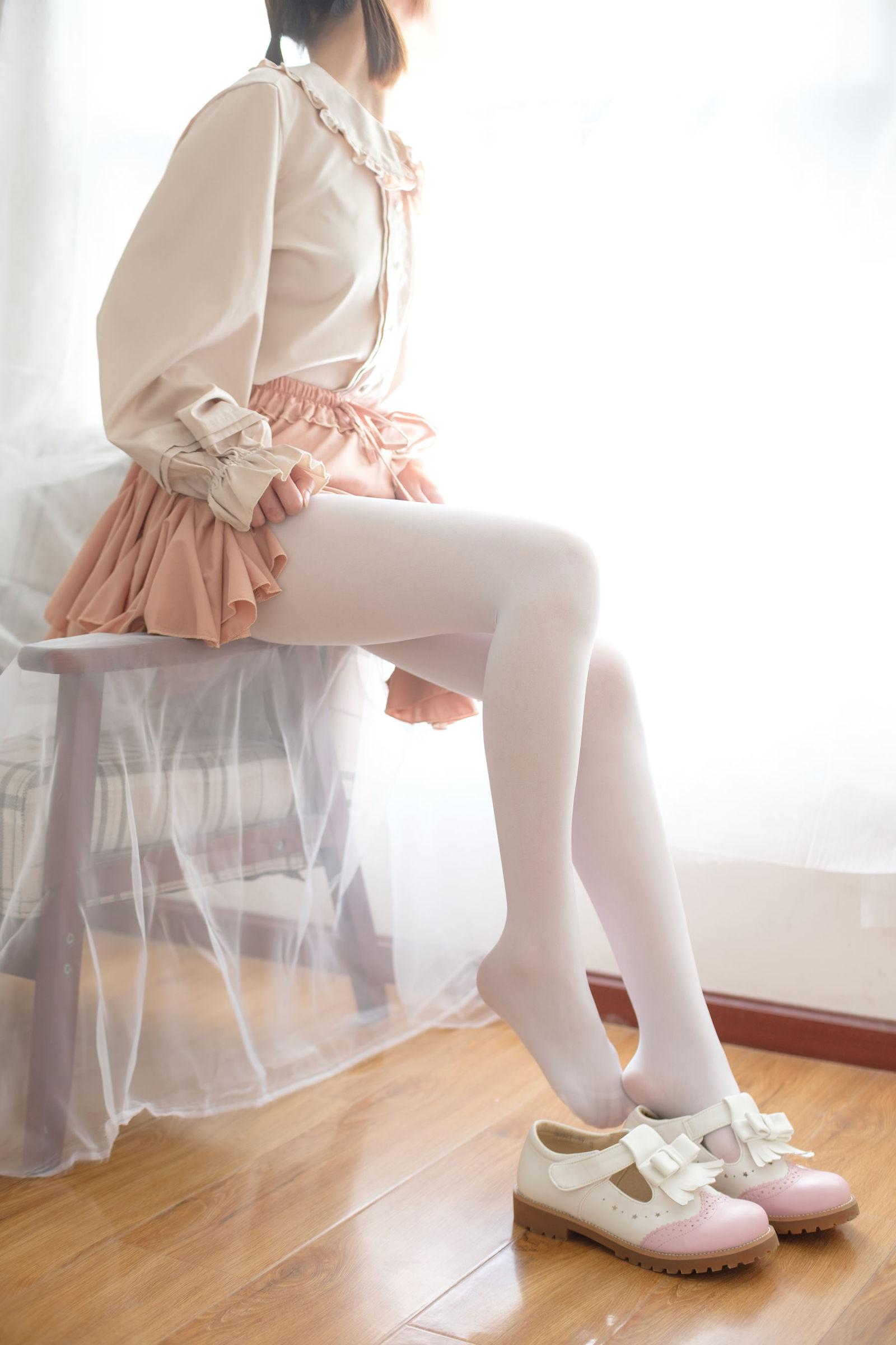 福利美图 萝莉白丝---丝袜写真-第9张图片-哔哔娱乐网