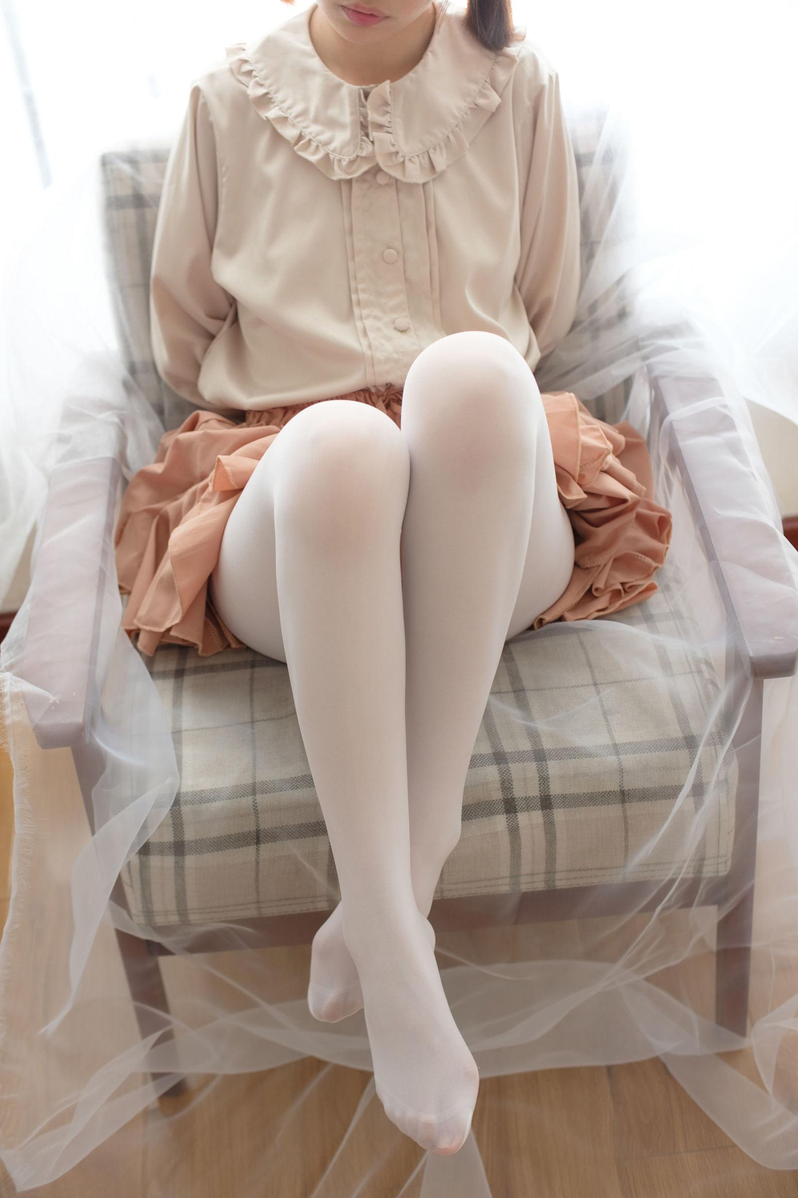 福利美图 萝莉白丝---丝袜写真-第3张图片-哔哔娱乐网