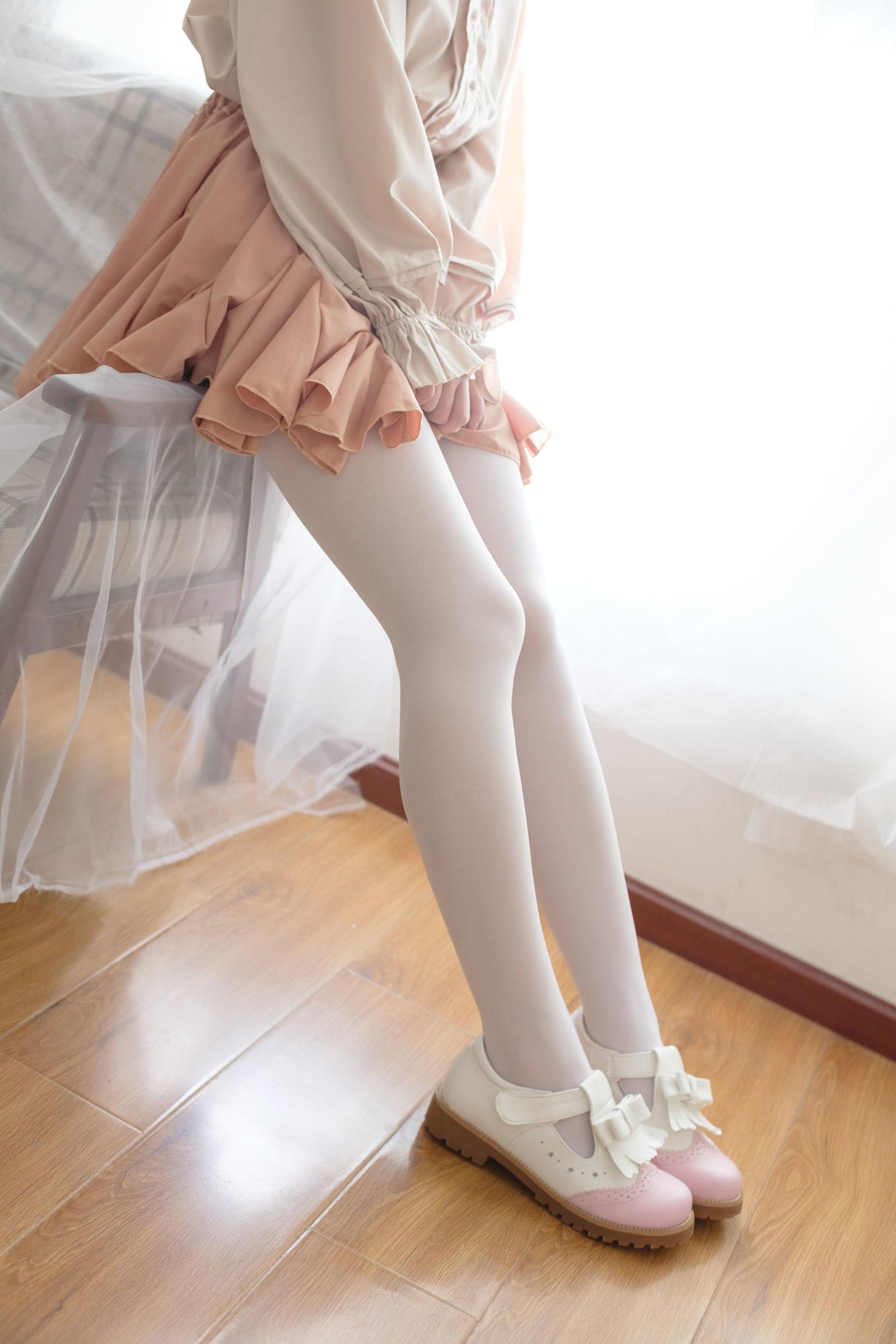 福利美图 萝莉白丝---丝袜写真-第10张图片-哔哔娱乐网