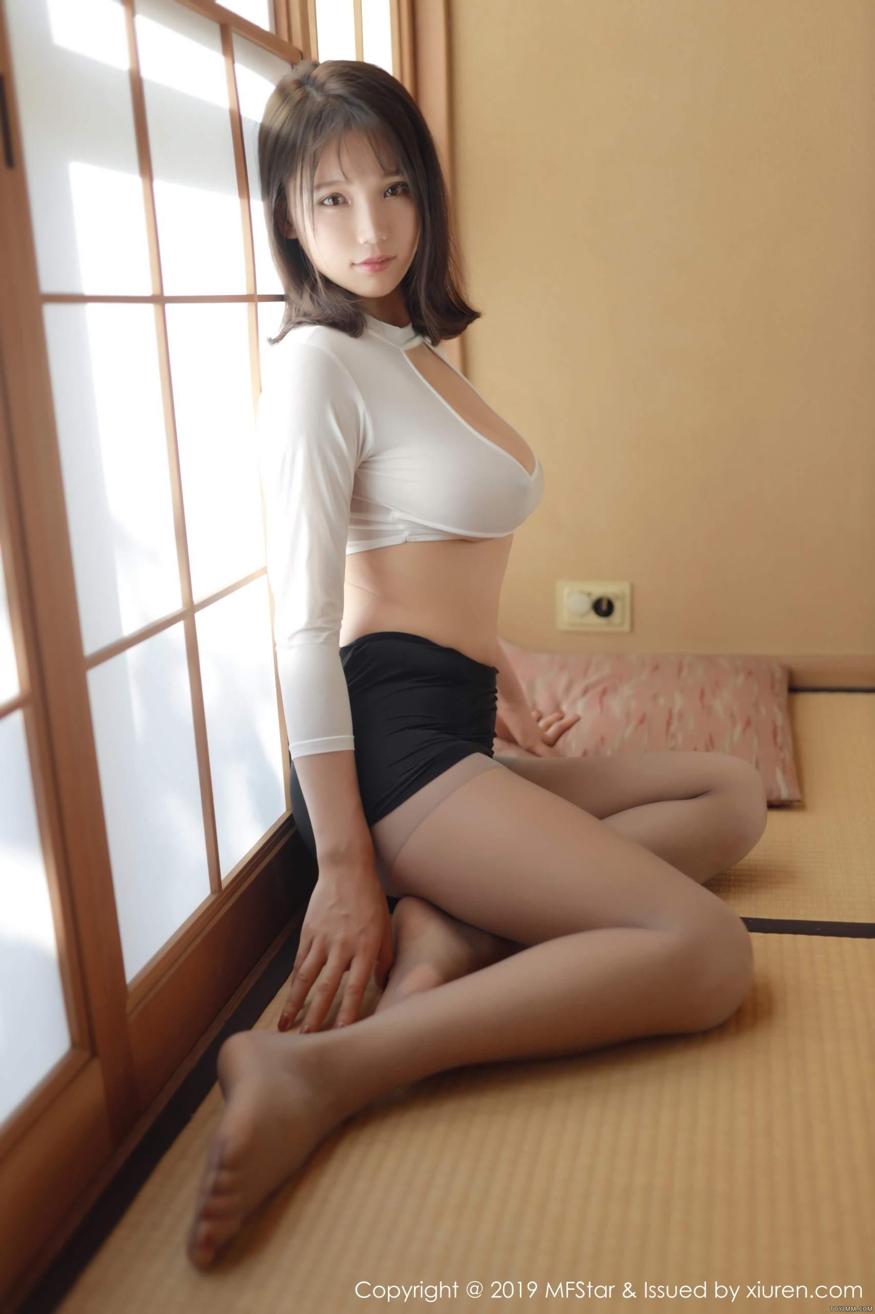 [福利]风骚模特黑丝美腿床上无遮挡人体艺术写真-第23张图片-哔哔娱乐网
