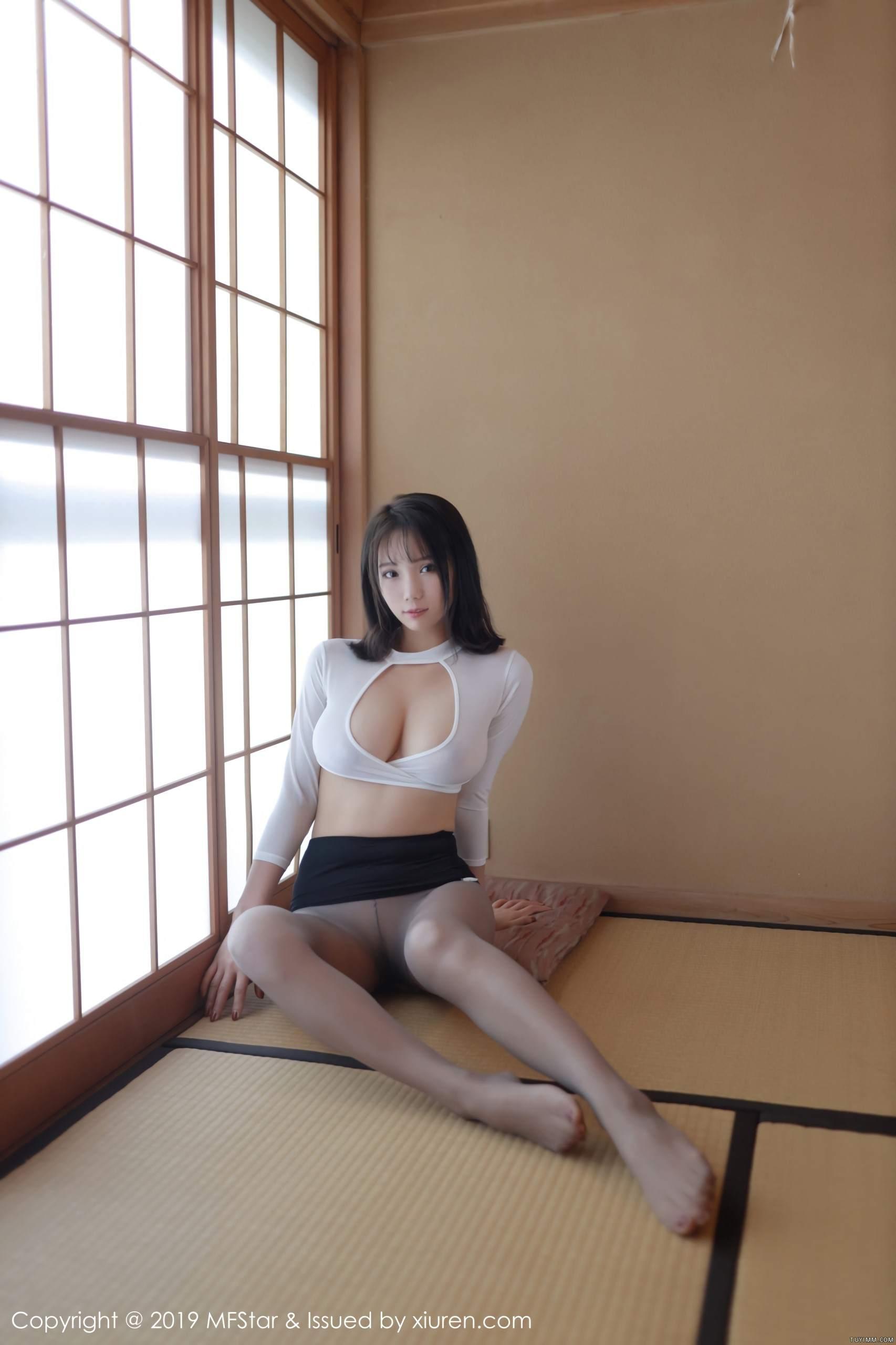 [福利]风骚模特黑丝美腿床上无遮挡人体艺术写真-第20张图片-哔哔娱乐网
