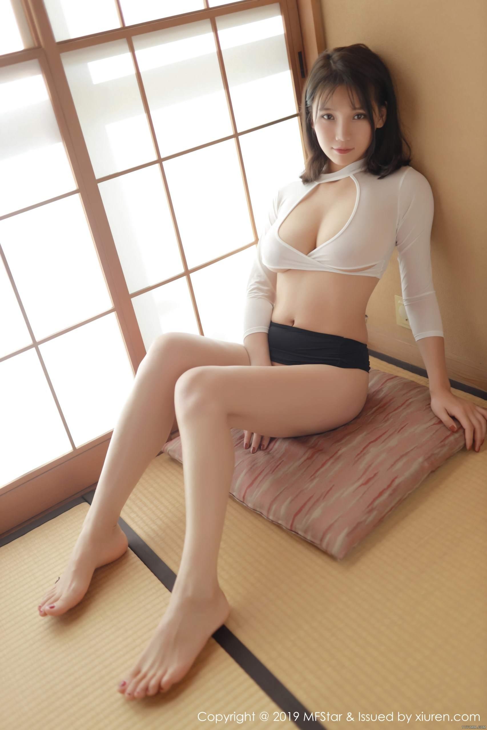 [福利]风骚模特黑丝美腿床上无遮挡人体艺术写真-第45张图片-哔哔娱乐网