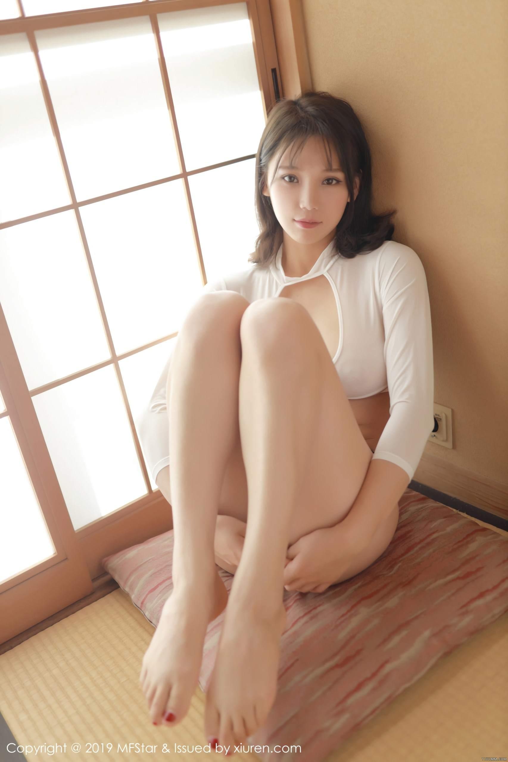 [福利]风骚模特黑丝美腿床上无遮挡人体艺术写真-第48张图片-哔哔娱乐网