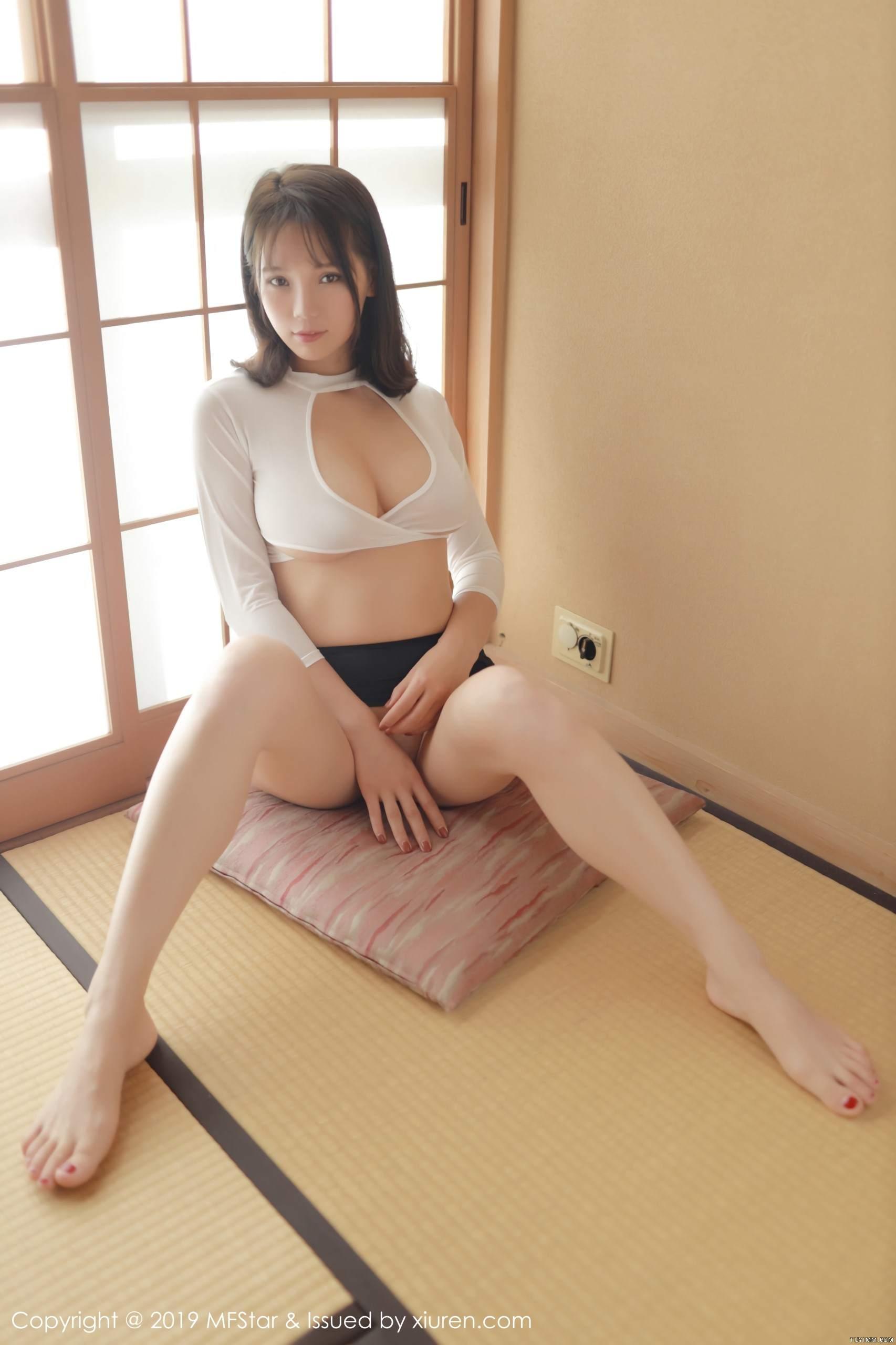 [福利]风骚模特黑丝美腿床上无遮挡人体艺术写真-第47张图片-哔哔娱乐网